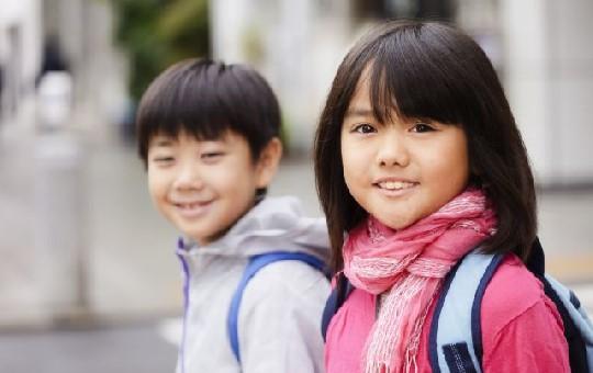 笑顔の小学生たち